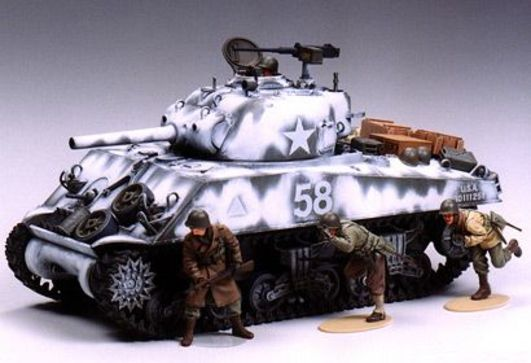 Tamiya 1:35 WWII US Sherman M4A3 105mm Haub.(9)